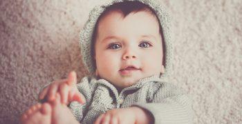 人類的小嬰兒為什麼胖嘟嘟?他仰躺著對你傻笑有什麼意義呢?