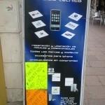 """西班牙南部大城 Sevilla 大街上的手機解鎖廣告。 """"liberación"""": 使自由"""