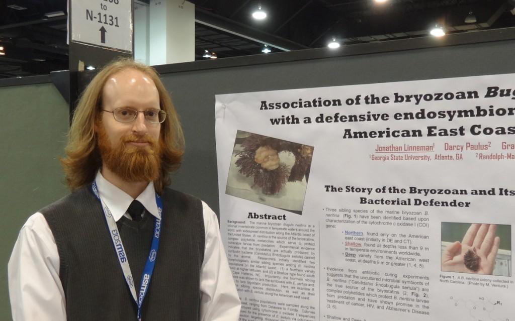 Jonathan Linneman 和他的研究海報