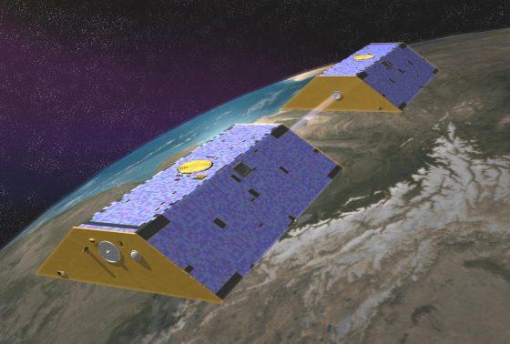 GRACE衛星示意圖,透過量測兩衛星間的距離變化,科學家就能獲得全球地表的淡水資訊。(圖片來源:NASA)