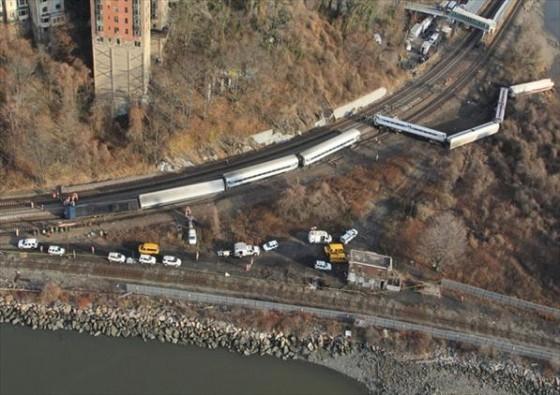 2013年12月1日紐約「大都會北方鐵路」出軌意外。(圖片來源:Flickr用戶NTSBgov)