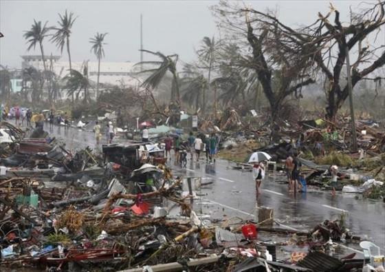 海燕颱風在菲律賓中部獨魯萬市(Tacloban city)造成的災情。(圖片來源:Flickr用戶Mans Unides)
