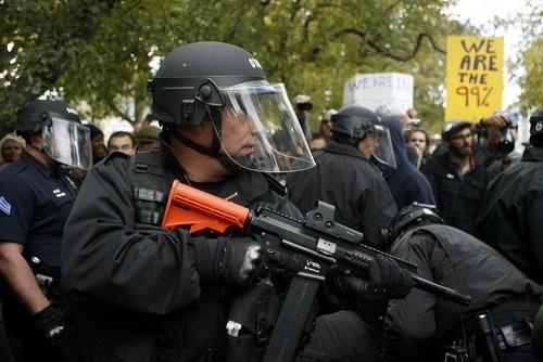 橡皮子彈是警方控制暴亂時的一種武器。