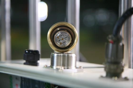 水下複合光纖纜線接頭。