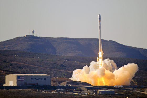 無人火箭「獵鷹9號」(Falcon 9)在升空後不到三分鐘就發生爆炸。 source:wiki
