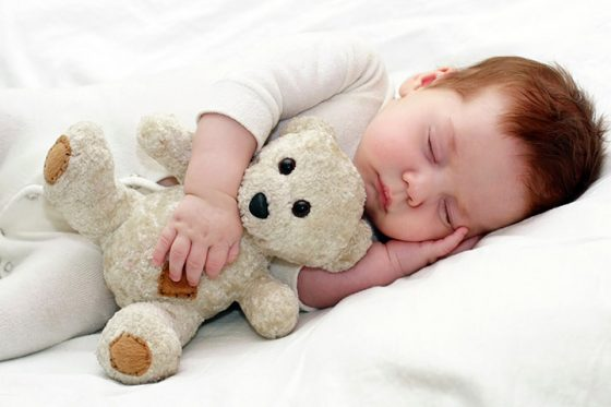 baby-sleeping-on-side.-Is-it-safe