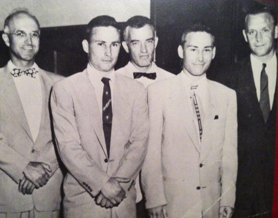 理查德、羅納德兄弟和移植團隊的合照,後排最左方的人就是穆雷醫師。from: wikimedia