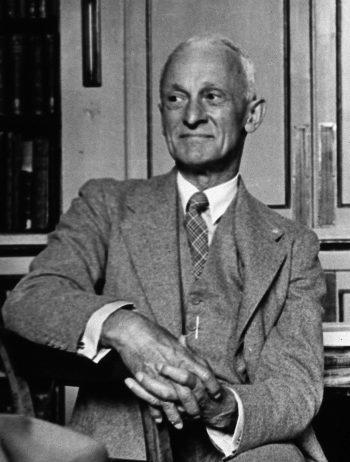哈維庫欣,出身於約翰霍普金斯醫學院,專長為腦神經、內分泌,晚年所撰寫的「威廉•歐斯勒爵士的一生」獲得普立茲獎,當時極具媒體魅力。from: wikimedia