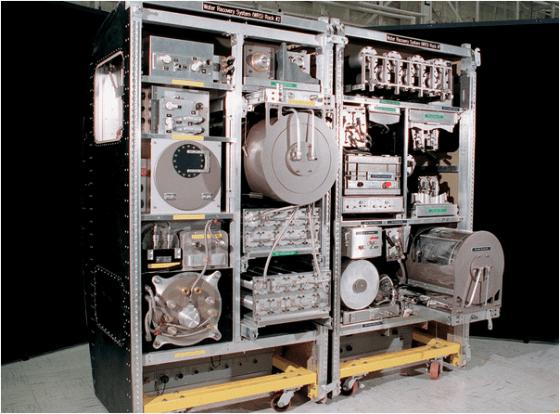裝置於國際太空站裡的 NASA水回收系統[8]。
