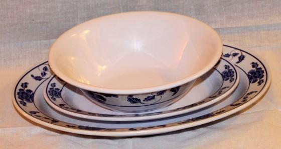 美耐皿仿瓷餐具。來源:維基百科