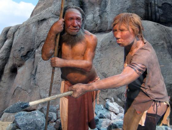 Neandertal_adam_ve_kadın_modeli,_Almanya