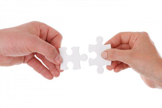 hands-holding-jigsaw-1392628325u9E