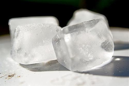 冰塊的製程中有可能會沾染諾羅病毒。圖/by Steven Depolo@flickr.