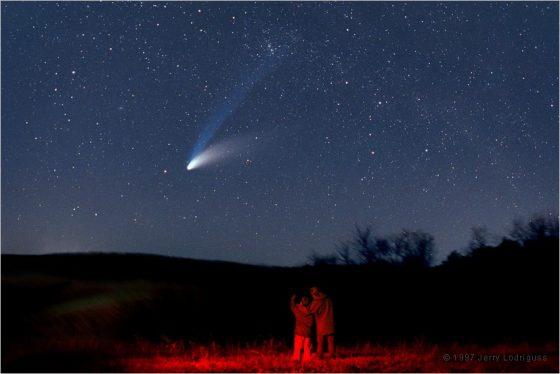 1997年來訪的海爾波普彗星帶給大家許多驚喜。圖 / http://www.astropix.com/HTML/SHOWCASE/970401.HTM