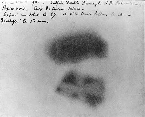 貝克勒的感光片——鈾鹽發出的放射線所造成的曝光成像。圖/Henri Becquerel, Public Domain