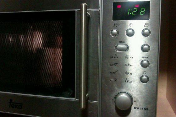 生活中常見的微波爐能快速加熱食物的秘密是什麼?圖/Jorge Sanz@flickr, CC-by2.0
