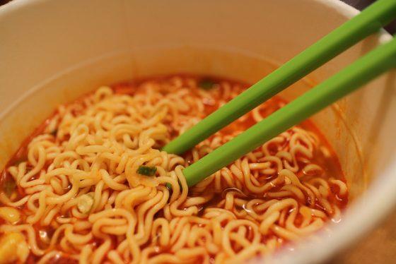 泡麵不只是颱風夜的良伴,也是許多人平時正餐的選擇。圖/Elsie Hui @ flickr
