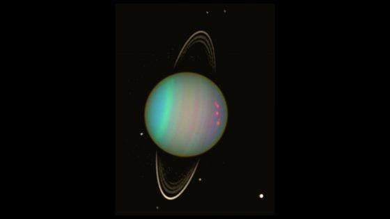 哈伯望遠鏡 2003 年 8 月拍到的天王星影像,包括天文星環和部分的衛星。 圖/NASA/Erich Karkoschka