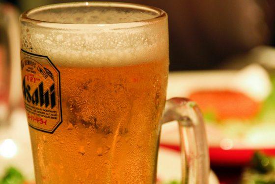 啤酒(以及所有酒類)都會妨礙尿酸排泄、引發痛風。圖/Toshihiro Oimatsu @ Flickr