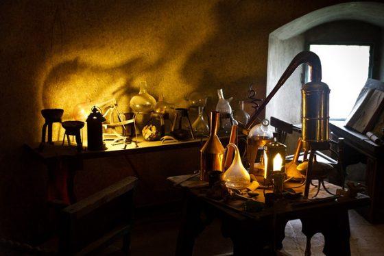 牛頓的非主流學術研究:左手是聖經、右手是煉金術,那科學呢?--《科學大歷史》