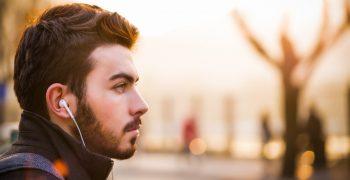 常戴耳機聽音樂,感覺聽力未老先衰?你不可不知的隱形聽力損失
