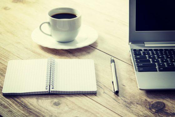 才、才不是在裝文青呢,在咖啡廳工作真的能激發創造力!──《哇賽心理學》