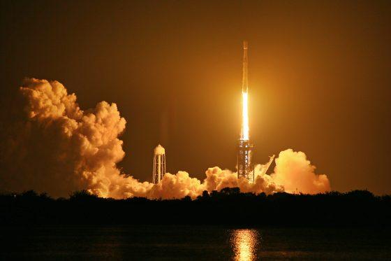 圖/搭載六枚福衛七號的獵鷹重型火箭在美國時間6月25日上午2點30分發射升空。(蔡欣憲拍攝)